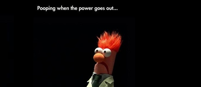Funniest_Memes_pooping-when-the-power-goes-out_12009